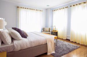 Materac i łóżko w sypialni